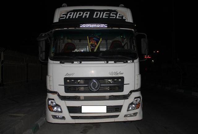 خودروی تریلر حامل 30 هزار لیتر سوخت قاچاق توقیف شد
