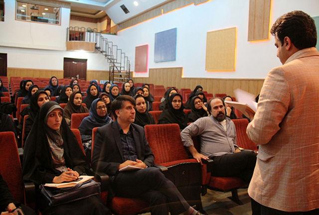 اولین نشست تخصصی مربیان هنری و ادبی در اراک برگزار شد