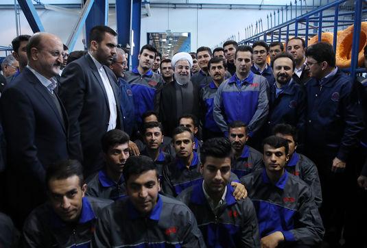 روحانی: ۲۱ طرح در کردستان افتتاح میشود/ تلاش برای به اتمام رسیدن پروژههای نیمهتمام