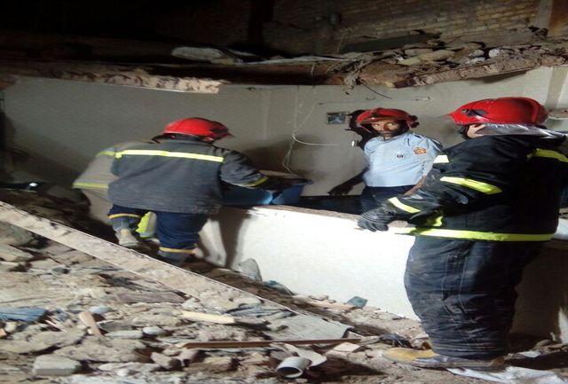 نبود استحکام بنا باعث ریزش سقف خانه دو طبقه در پاکدشت شد