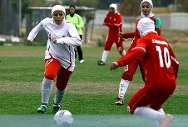 معلم ورزش شیرازی ،رقابت های فوتبال نوجوانان آسیاراقضاوت می کند