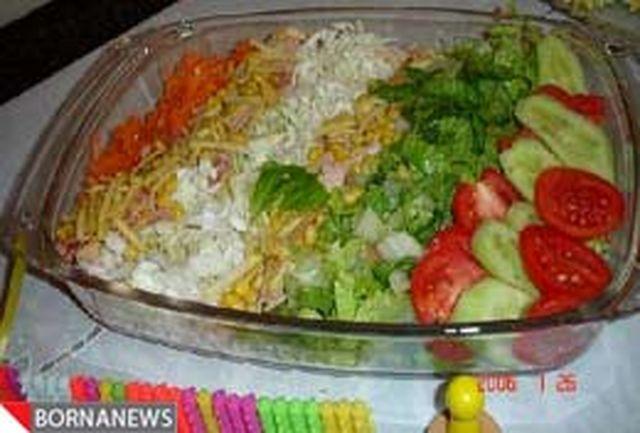 ممنوعیت عرضه سبزی و سالاد خام در رستورانها و اغذیه فروشیهای قم
