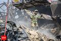 جلوگیری آتش نشانان از وقوع بحران انسانی/ تاکنون پیکری از زیر آوار خارج نشده است