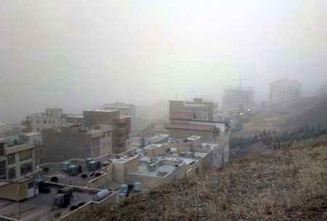 تندباد و گردوغبار غلیظ آسمان استان البرز را فرا گرفت