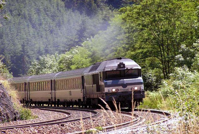قطار تهران ـ گرگان به علت سقوط بهمن متوقف شد