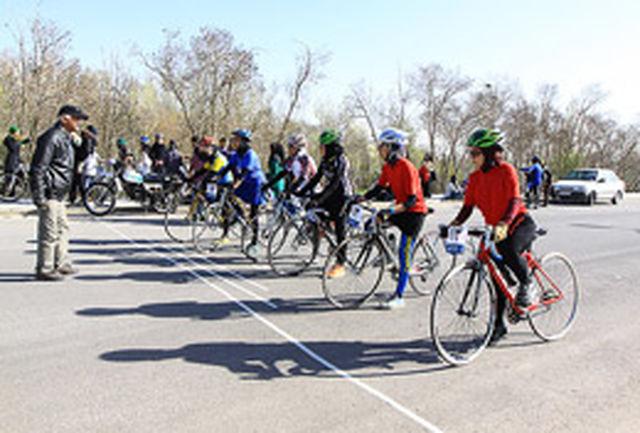 مسابقه استعدادیابی دوچرخه سواری بانوان در همدان برگزار میشود