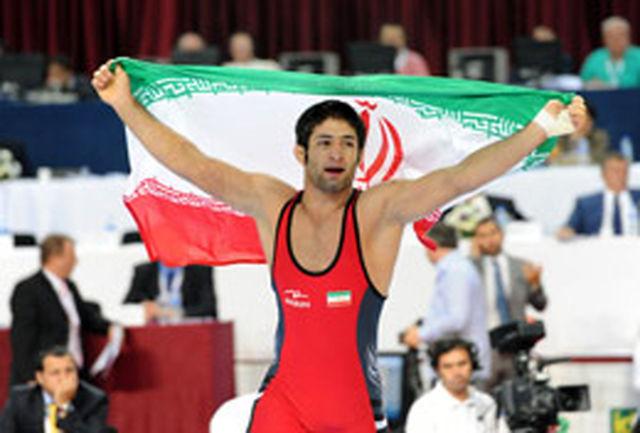 اقدام ارزشمند قهرمان جهان/ عبدولی مدال طلایش را به پدر شهید باباییزاده تقدیم کرد