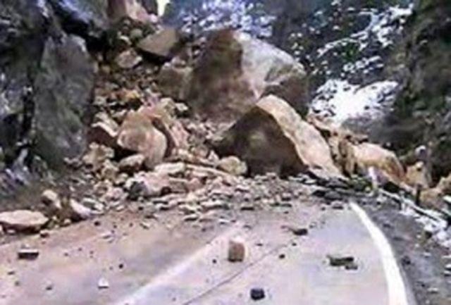 پس از هراز و چالوس؛ کوه در جاده فیروزکوه هم ریزش کرد + عکس