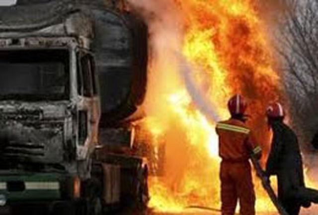 تانکر هفت هزار لیتری قیر در آتش سوخت