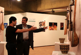 بازدید کواکبیان از نمایشگاه