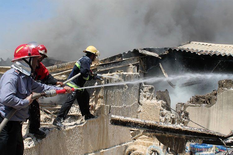 آتش سوزی مهیب در منطقه آزاد چابهار + تصاویر