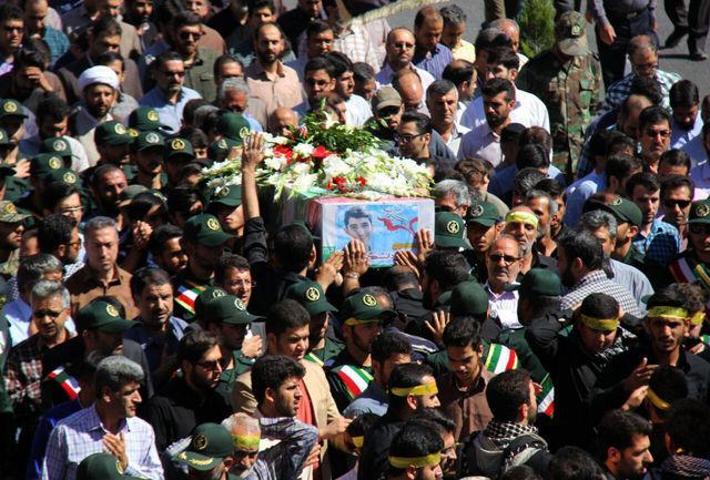 مراسم تشییع پیکر سرباز شهید در بم برگزار شد