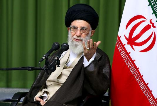 مسئولان قدرشناس اساتید مؤمن و انقلابی باشند/ سیاستبازی سمّ محیطهای علمی است/ هدف از تحریمها جلوگیری از رسیدن ملت ایران به جایگاه شایسته تمدنی است