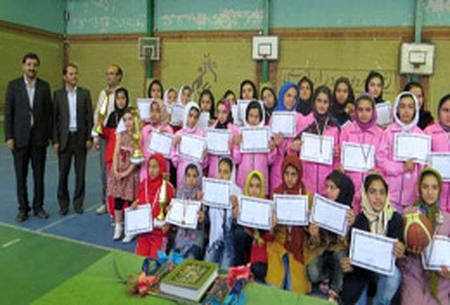 مسابقات مینی والیبال و بسکتبال دانش آموزان دختر دوره ابتدایی برگزار شد