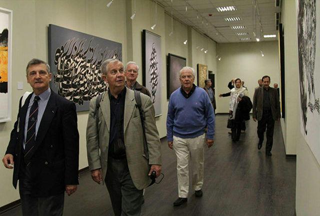بازدید خبرنگاران فرانسوی از نمایشگاه آثار هنری «نگار مکتب خانه»