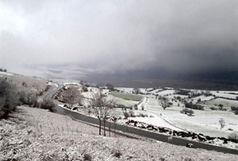 بارش برف در گردنههای قسطینلار و هجیب استان قزوین ادامه دارد