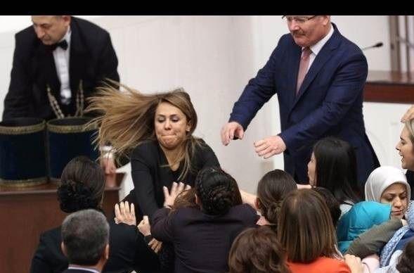 زد و خورد نمایندگان زن در مجلس!/ ببینید