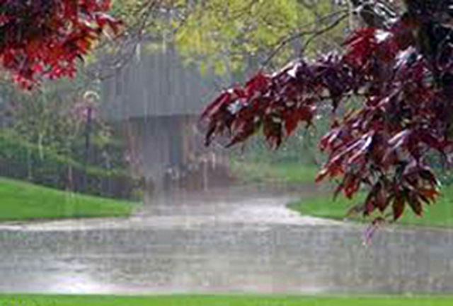 ورودی  دروازه قرآن به علت بارندگی بسته است