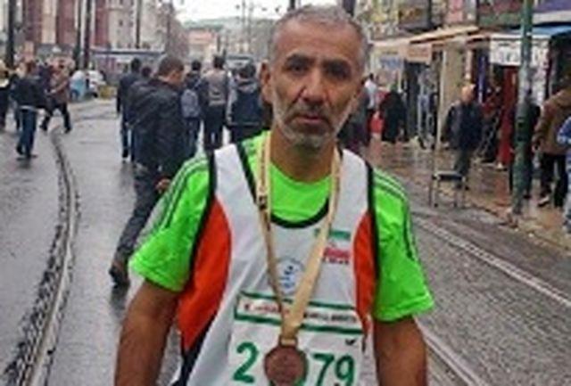 دونده لرستانی با تیم ایران به مقام سوم دو ماراتون استانبول دست یافت
