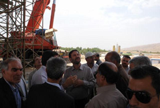 معاون وزیر راهوشهرسازی از آزاد راه شیراز- اصفهان بازدید کرد