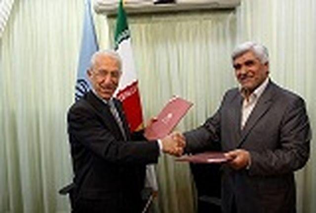 وزیر علوم و پروفسور سمیعی تفاهم نامه همکاری امضا کردند