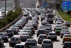 اتوبان تهران-کرج ترافیک سنگینی دارد/ عبور و مرور خودروها در جاده چالوس عادی است