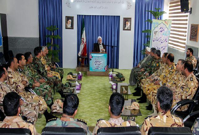 تربیت نیروی انسانی کارآمد و تولید تجهیزات نظامی لبیک ارتش به شعار سال