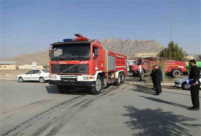 یک کاروان متشکل از خودروهای آتش نشانی به منطقه صفر مرزی مهران اعزام شد