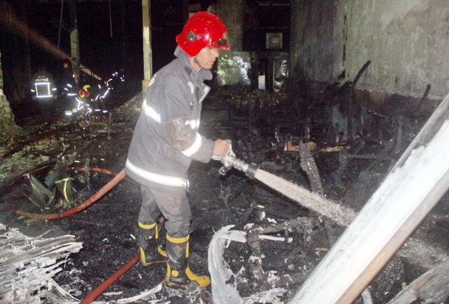 مهار حریق گسترده کارگاه و نمایشگاه مبلمان با تلاش آتش نشانان قزوین