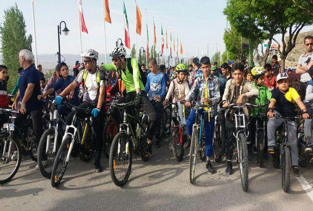 حضور پرشور ورزشکاران و خانواده ها در همایش دوچرخه سواری شهرستان دماوند