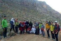 صعود کوهنوردان آران و بیدگلی به قله دالاخانی استان کرمانشاه