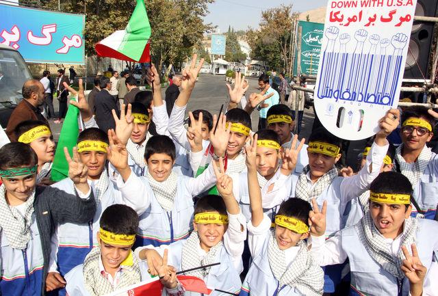 کلاس درس دانشآموزان به سنگر جهاد و مقاومت در برابر دشمنان تبدیل شود