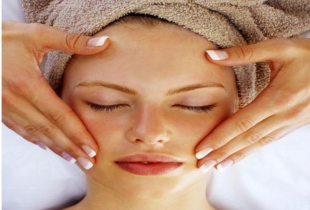 6ماده طبیعی برای پاکسازی صورت پس از آرایش
