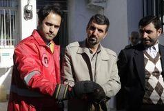 تحویل یک بهله عقاب از سوی مامورین آتشنشانی به اداره محیط زیست رشت