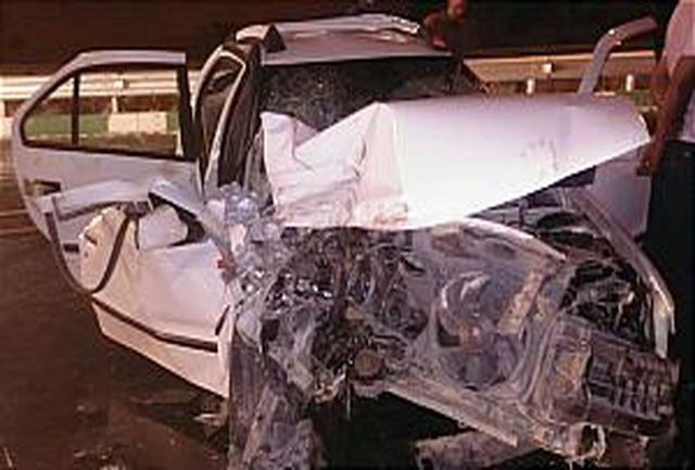 برخورد شدید خودرو سواری با کامیون حادثه آفرید