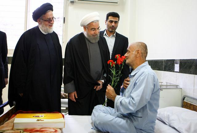 دیدار عیدانه دکتر روحانی با سالمندان و معلولین مرکز خیریه کامرانی شهرقدس
