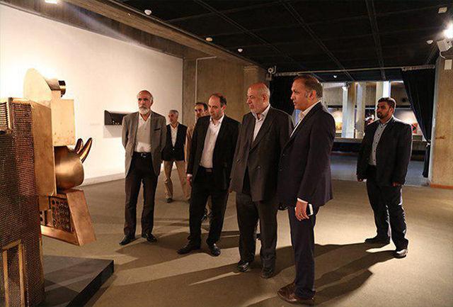 وزیر نیرو از نمایشگاه و گنجینه موزه هنرهای معاصر دیدن کرد