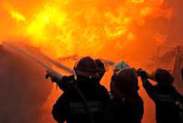 کارگاه و انبار کفش در خیابان جمهوری آتش گرفت