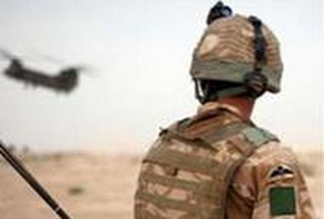 نظامی انگلیسی انگشتان طالبان را برای سوغات میبرید