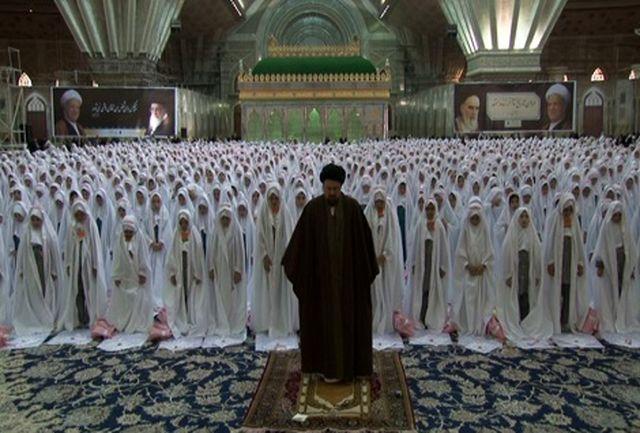 مراسم جشن تکلیف دانش آموزان دختر با حضور آیت الله سید حسن خمینی
