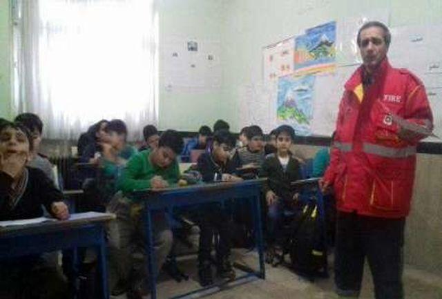 معلم مریوانی آتش نشان شد