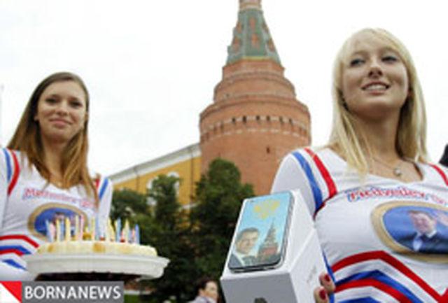 عکس / جشن تولد رئیس جمهور روسیه از سوی ˝ دختران مدودف ˝