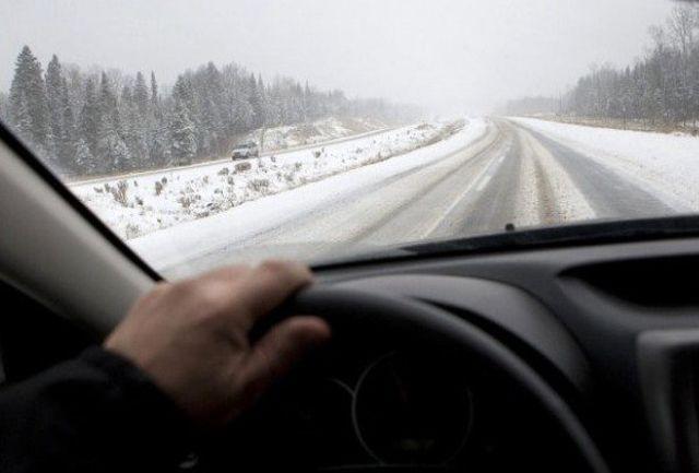 برف جادههای شمالی و غربی را سفیدپوش کرد