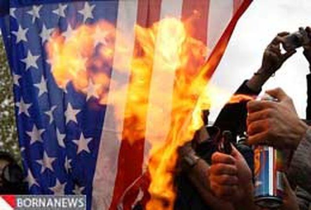 دانشجویان پرچم آمریکا و اسراییل را آتش زدند