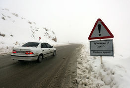 بارش برف در محور دیزین و گردنه حیران/ ترافیک نیمه سنگین در محور کرج-قزوین