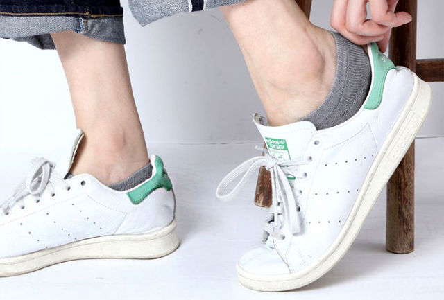 پوشیدن کفش بدون جوراب برای سلامتی خطرآفرین است