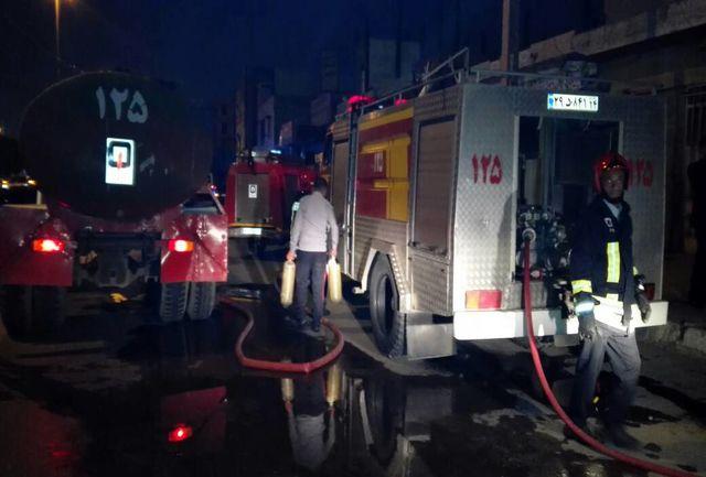 آتش سوزی در کارخانه یخ/ مراجعه حضوری کارکنان غافلگیر شده به آتش نشانی