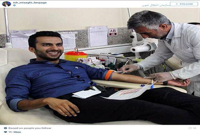 خون گیری از مجری برنامه ۹۰/ عکس