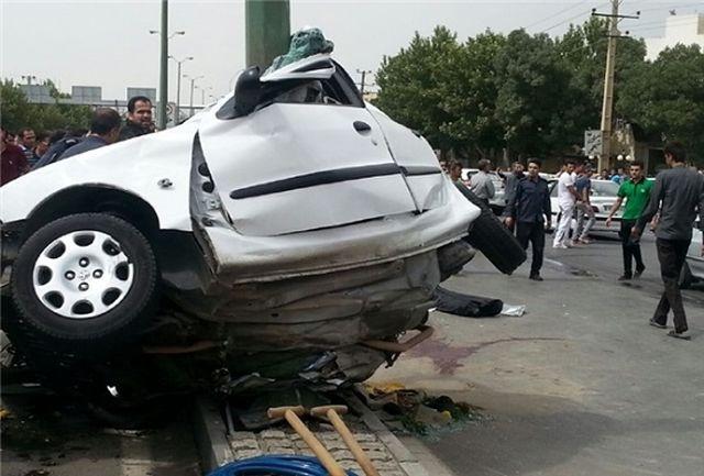 مرگ زن راننده در تصادف با تیر برق