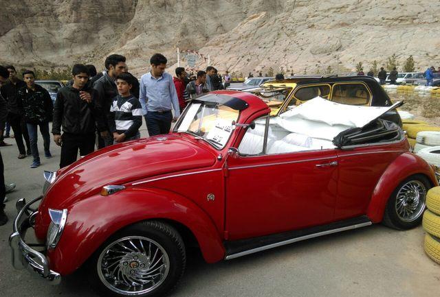 همایش خودروهای کلاسیک در کرمان برگزار شد